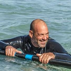רן - בעלים ומדריך גלישה בכיר - גל ים בחוף